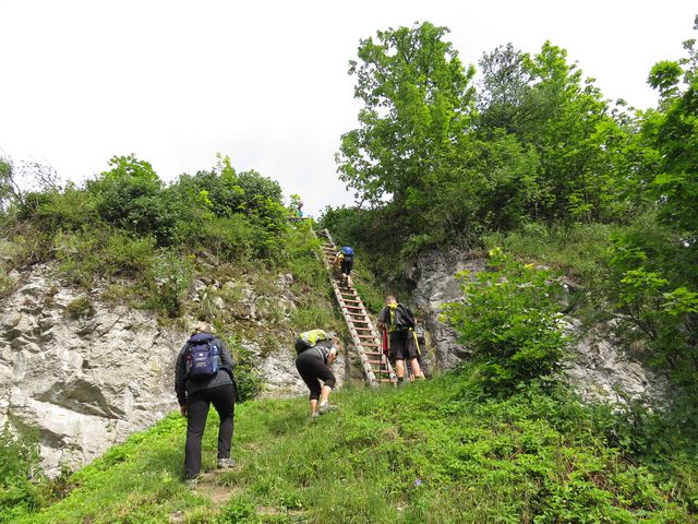 toto je jediný přístup na skalní plošinu, kde stával Liptovský hrad