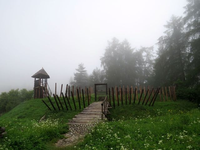 ve středověku prý na tomto vrchu stával dřevěný hrádek