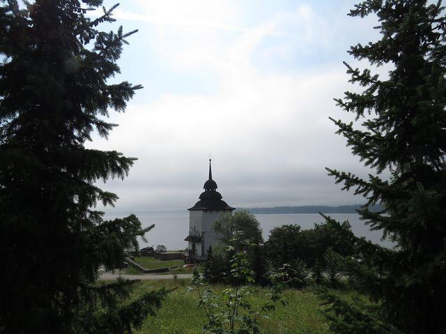 věž kostela Panny Marie na hrázi přehrady