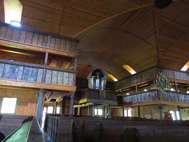 na stavbu kostela mohlo být použito pouze dřevo