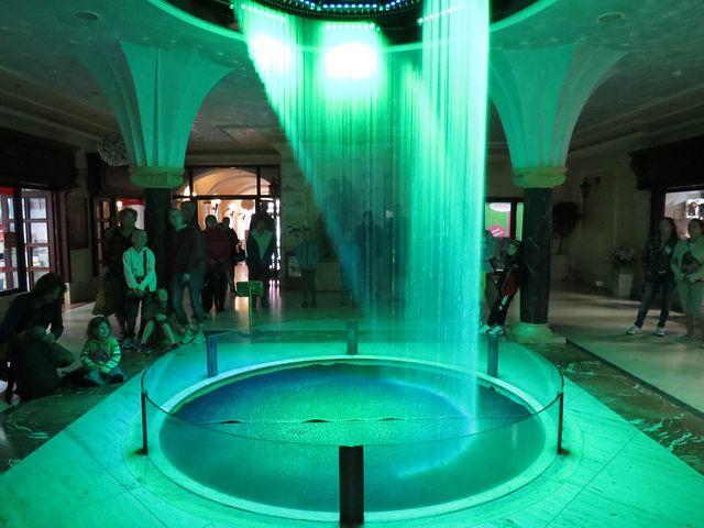 voda - světla - hudba = působivé divadlo