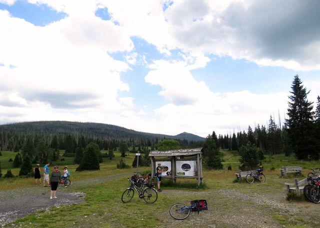 údolí Luzenského potoka - výhled na Luzný, cesta k němu je z české strany stále zakázaná - dočkám se vůbec někdy?!