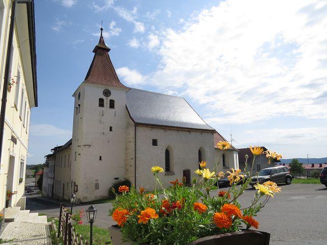 farní kostel sv. Kateřiny v Hartmanicích - gotický s pozdějšími barokními úpravami