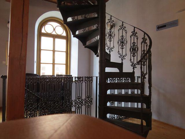 schodiště bylo obnoveno podle původního vzhledu