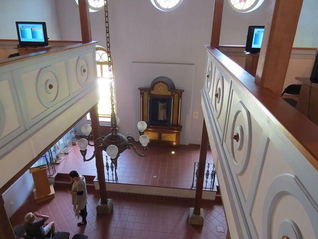interiér synagogy - v roce 2006 byla po rekonstrukci otevřena pro veřejnost