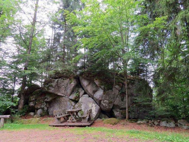 Větrná skála - na úpatí Poleckého vrchu cestou do Polky