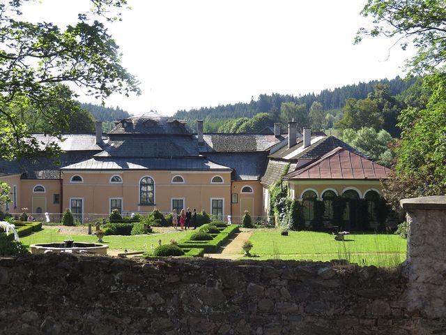 zámek v Úsobí byl během minulých let zcela obnoven do původní podoby