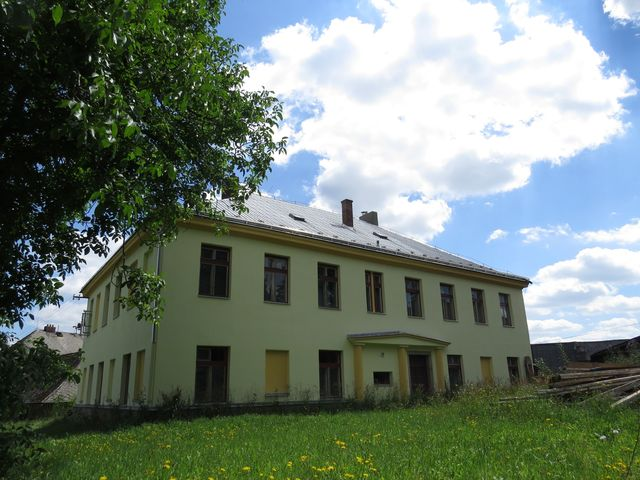 bývalý zámeček v Květinově byl zcela přestavěn