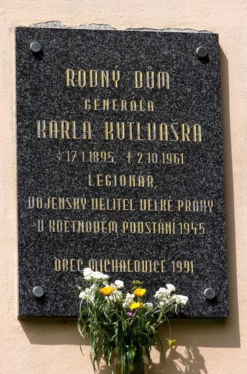 pamětní deska generála Kutlvašra v Michalovicích