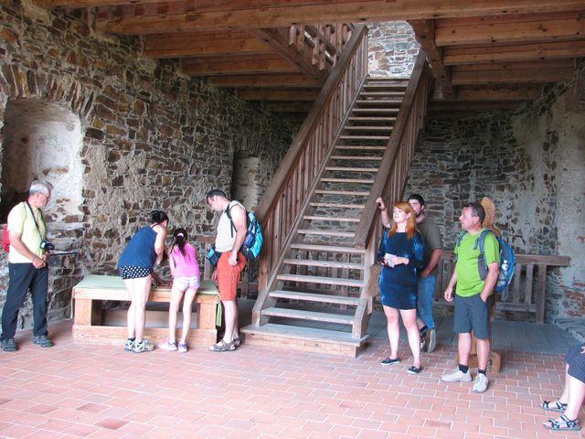 prohlídka Rajského domu - původního jádra hradu; foto F. Janeček