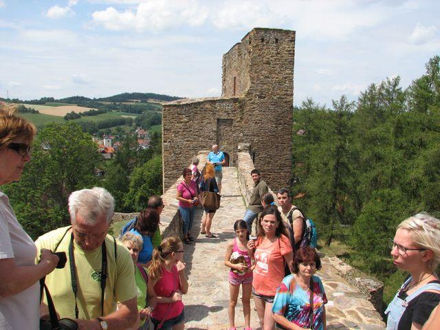 32 metrů dlouhý most spojil obě části gotického hradu; foto F. Janeček