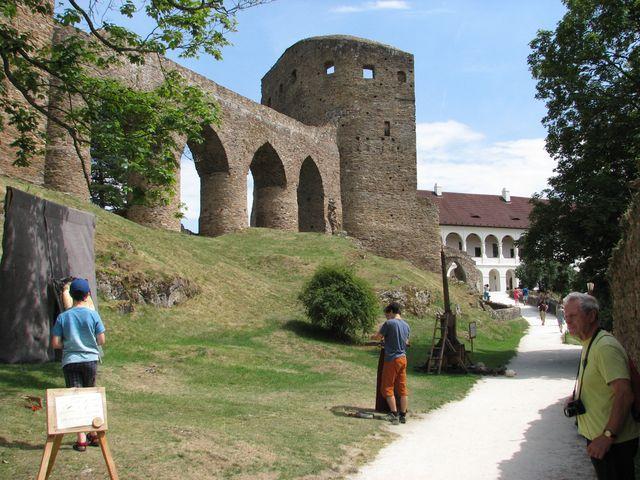 gotický hrad a renesanční zámek Velhartice; foto F. Janeček