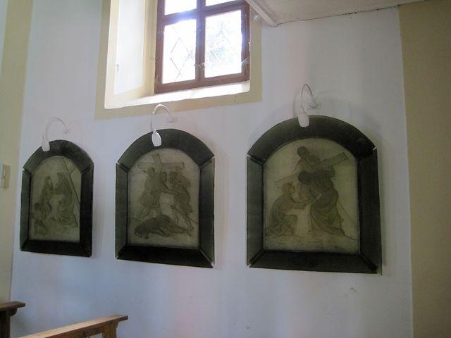 autorkou všech skleněných artefaktů je výtvarnice Vladimíra Tesařová